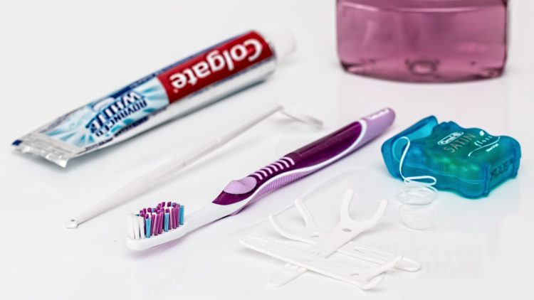 Flossing 101 – Say It Smiling at Rdent
